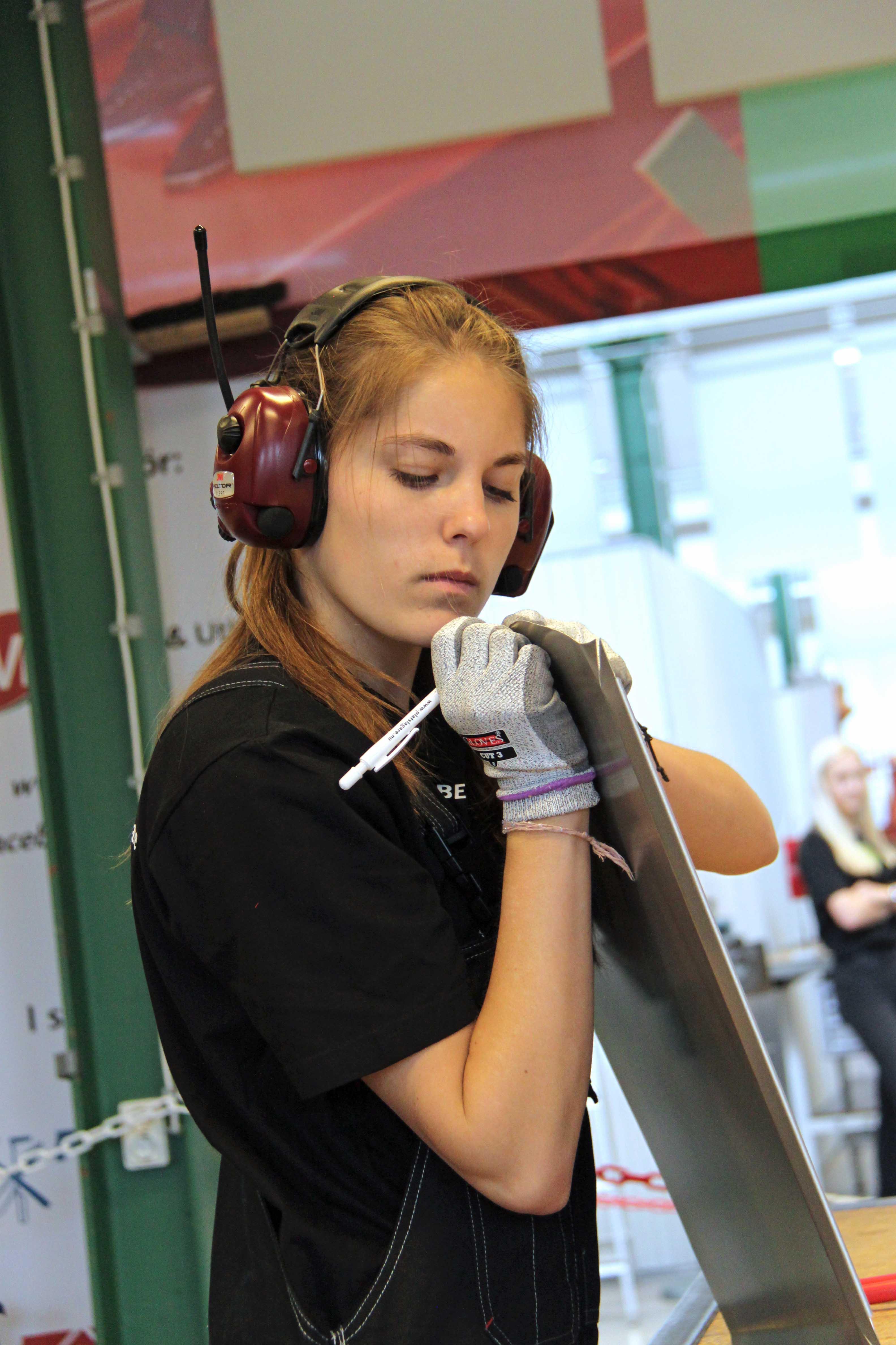 Sofia Sörliden i verkstaden.